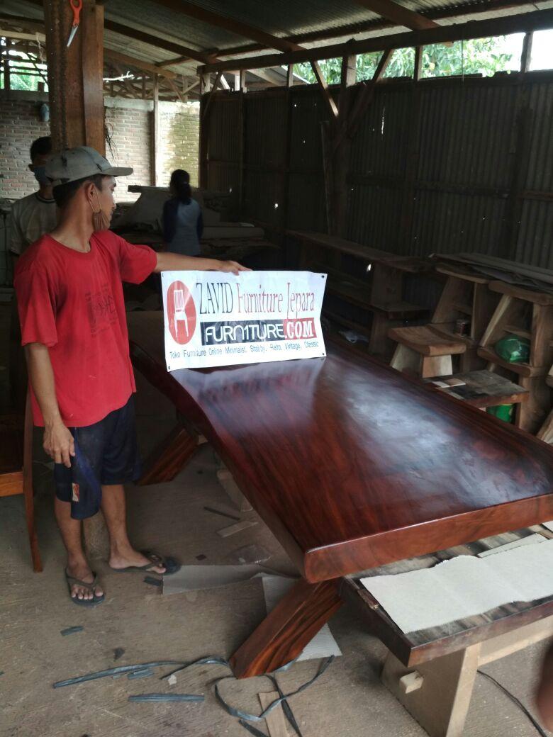 meja-makan-kayu-trembesi Toko Furniture Jepara | Spesialis Mebel Jepara Online Kota Ukir Terpercaya