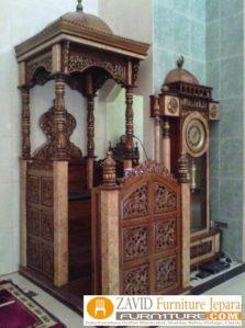 Mimbar Masjid Surabaya Kayu Jati Ukiran Mewah Kaligrafi