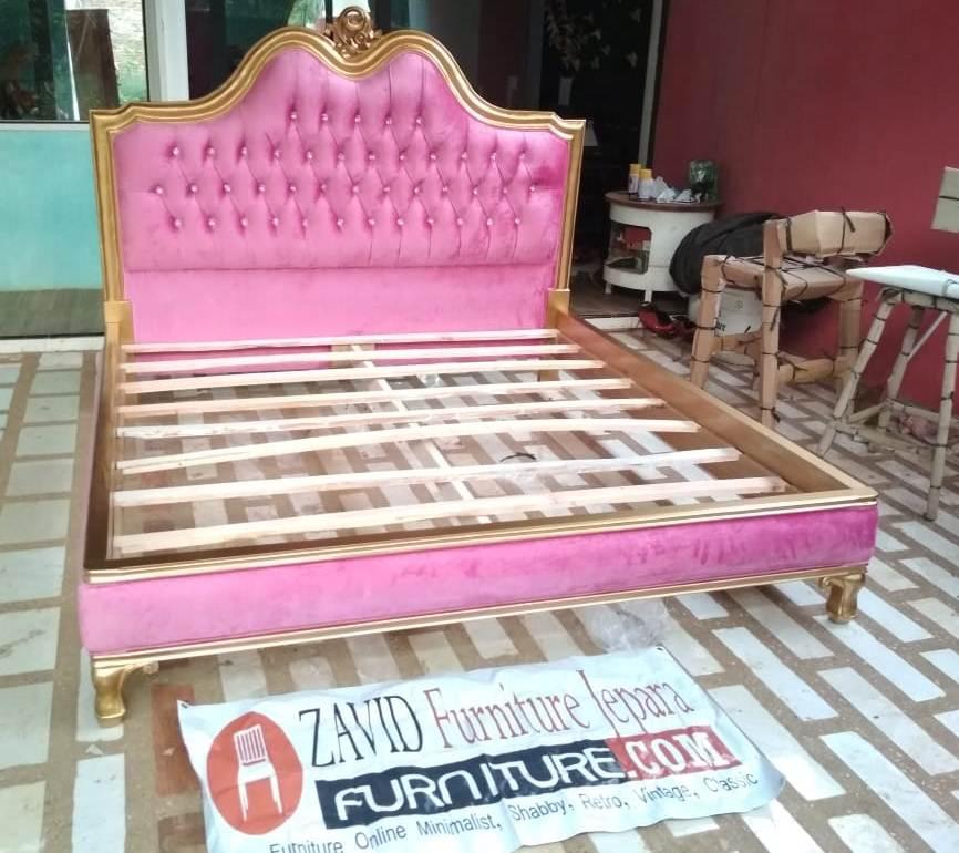 tempat-tidur-klasik-busa-ukiran-mewah 23+ Model Tempat Tidur Klasik Ukiran Mewah Terbaru Kayu Jati