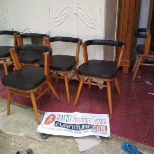 Jual Kursi Cafe Denpasar Minimalis Jati Dengan Jok Hitam Empuk