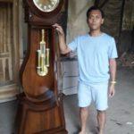 Lemari Jam Hias Cirebon Model Bandul Kayu Jati Terbaru