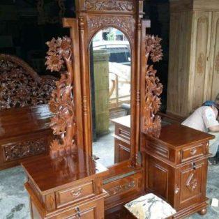 Meja Rias Mewah Kediri Ukiran Anggur Kayu Jati