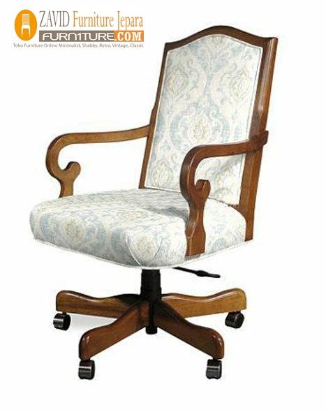 kursi kantor kayu jati minimalis dudukan busa putih - Kursi Direktur Kantor Solo Kayu Jati Minimalis Murah