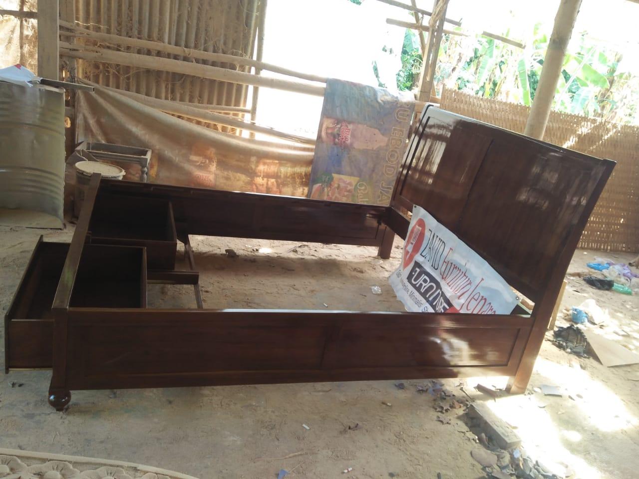 tempat-tidur-minimalis-kayu-jati-dua-laci-bawah Tempat Tidur Madiun Minimalis Kayu Jati 2 Laci