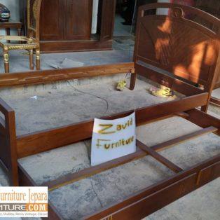 Tempat Tidur Malang Model Sorong Jati Minimalis Natural