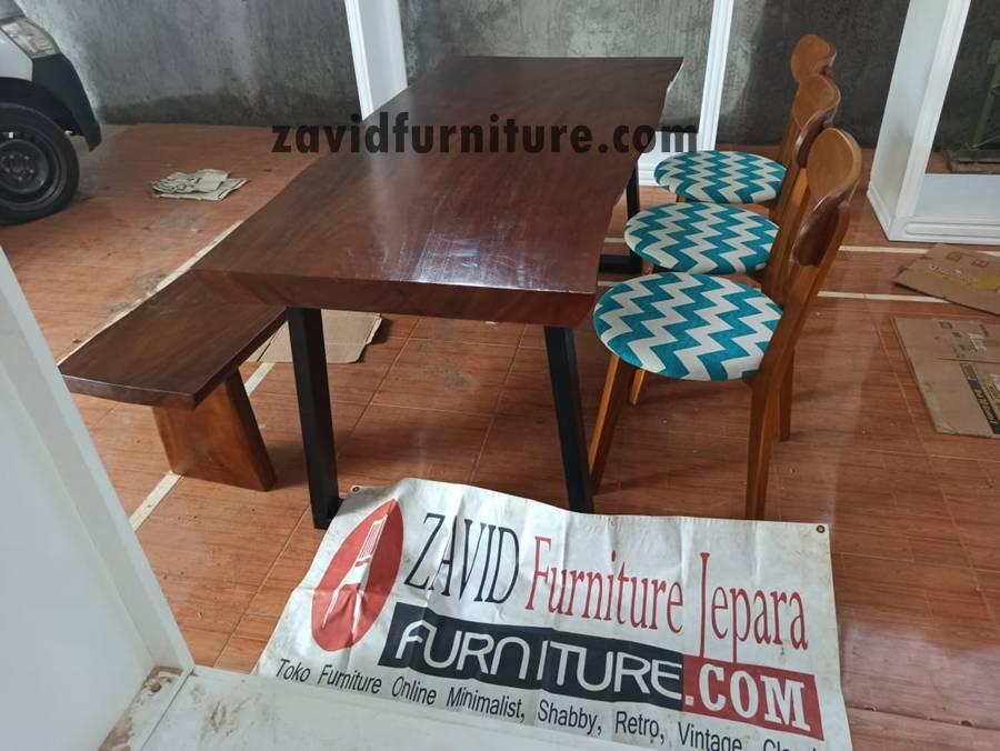 meja-makan-kayu-trembesi-modern-2020 Meja Trembesi Kaki Besi Desain Minimalis Untuk Makan Sehari-Hari