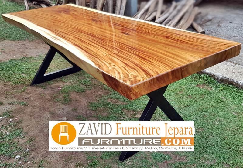meja-makan-kayu-trembesi-kaki-besi Meja Trembesi Kaki Besi Desain Minimalis Untuk Makan Sehari-Hari