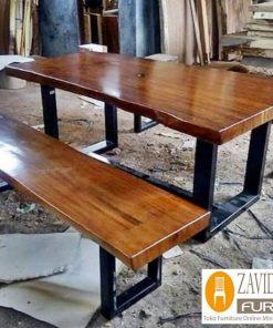 meja makan kayu trembesi kombinasi kaki besi baru 247x296 - Toko Furniture Jepara | Spesialis Mebel Jepara Online Kota Ukir