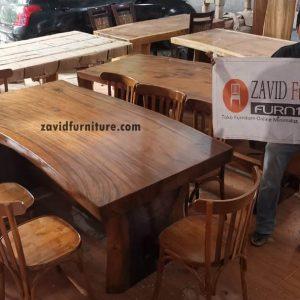 set meja makan trembesi 8 kursi 300x300 - Toko Furniture Jepara | Spesialis Mebel Jepara Online Kota Ukir